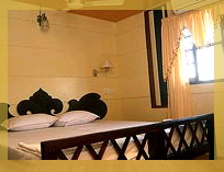 6 Bedroom A/C Large Conference Hall Houseboats in kerala